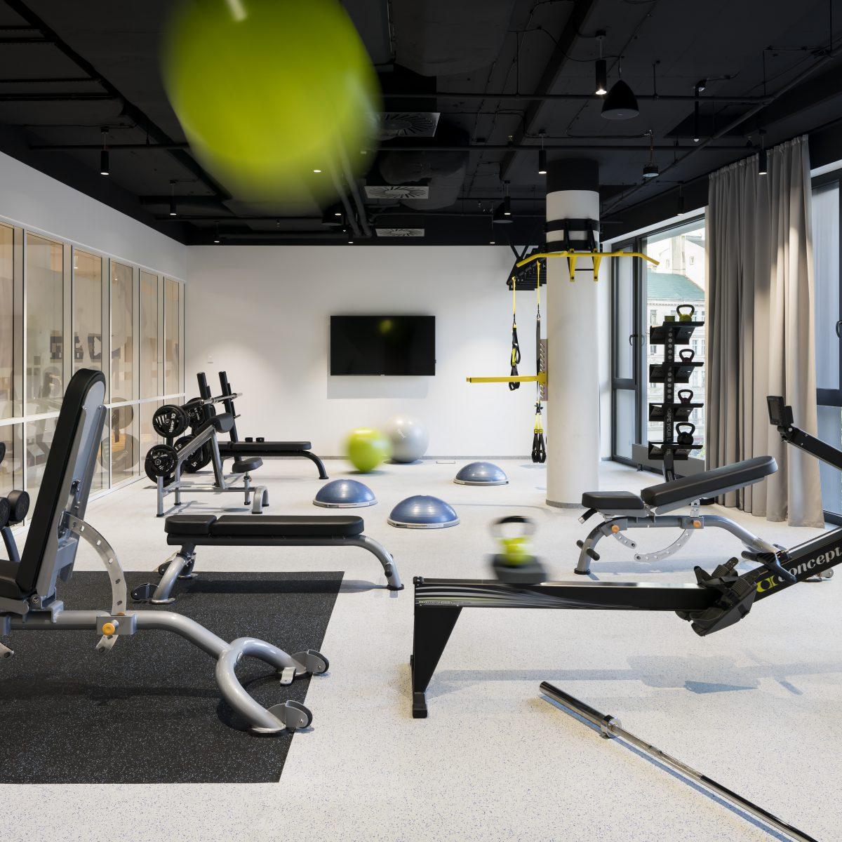 Fitness v zázemí kanceláří Fortuna Entertainment Group