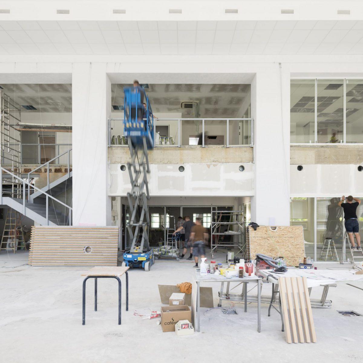 Rekonstrukce školní knihovny a IdeaLab v International School of Prague v Nebušicích
