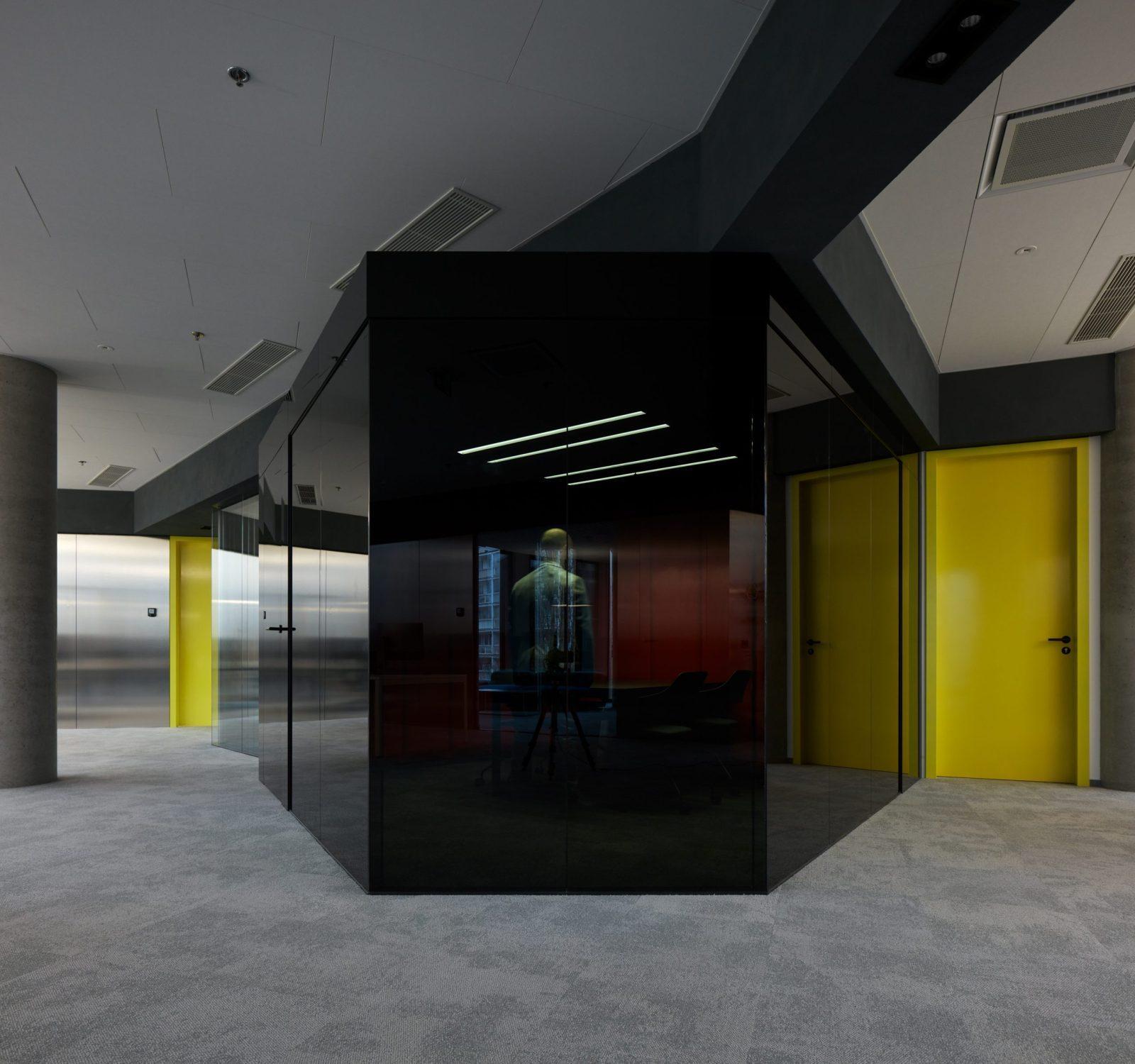 Phonebooth v technicistní kanceláři pro EOH IT Hub