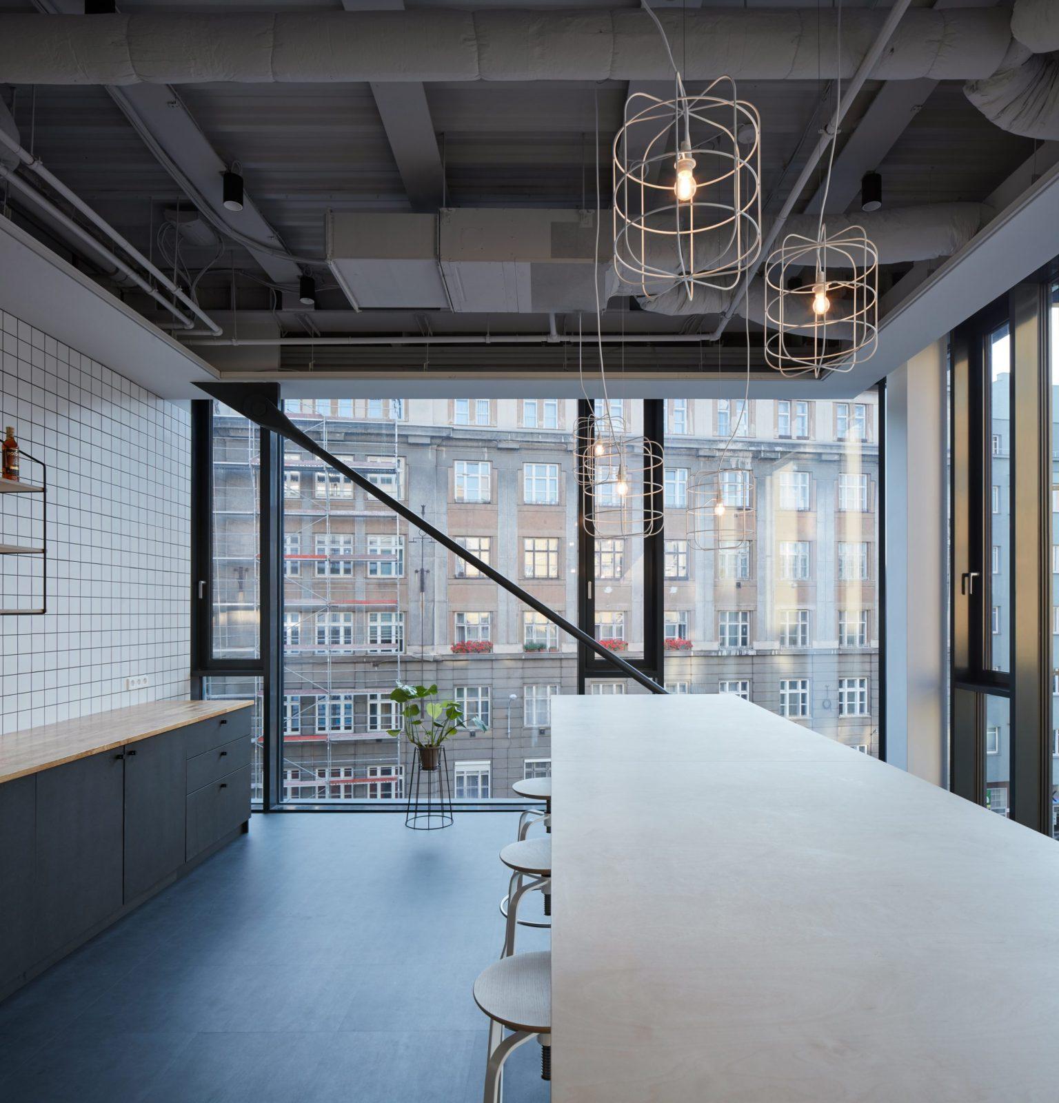 Komunitní kuchyňka v kancelářích brněnské firmy Futured