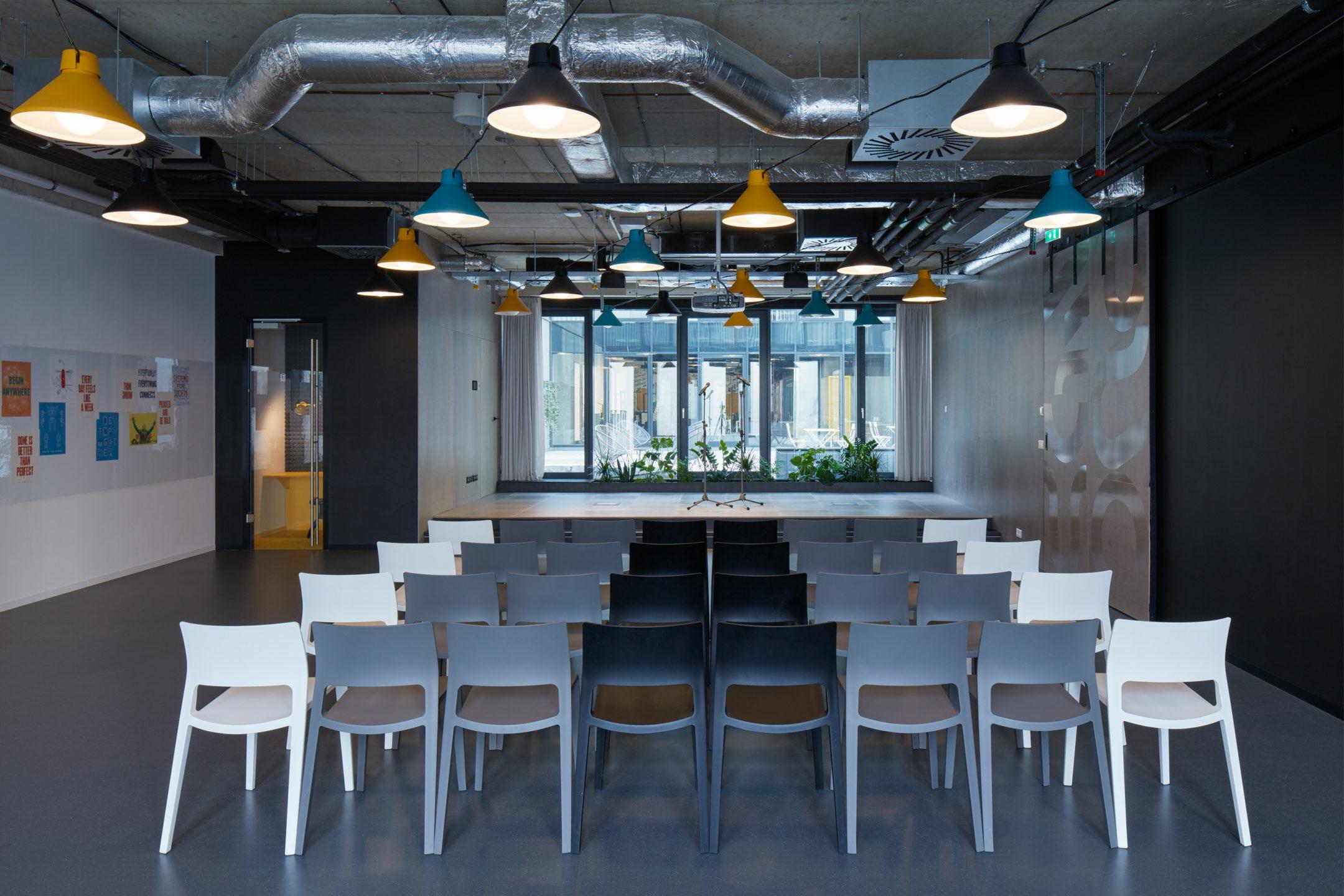Zasedací a eventová místnost v coworkingu HubHub